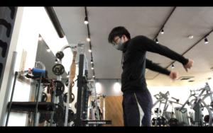 動的ストレッチで背中の関節を温める